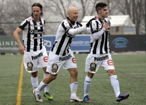 Tammilehto (derecha) marcó el primer gol de la Veikkausliiga 2013 | Foto: Lehtikuva