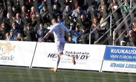 Carlos López celebrando uno de sus goles | Fuente: web oficial SJK - www.sjk2007.fi